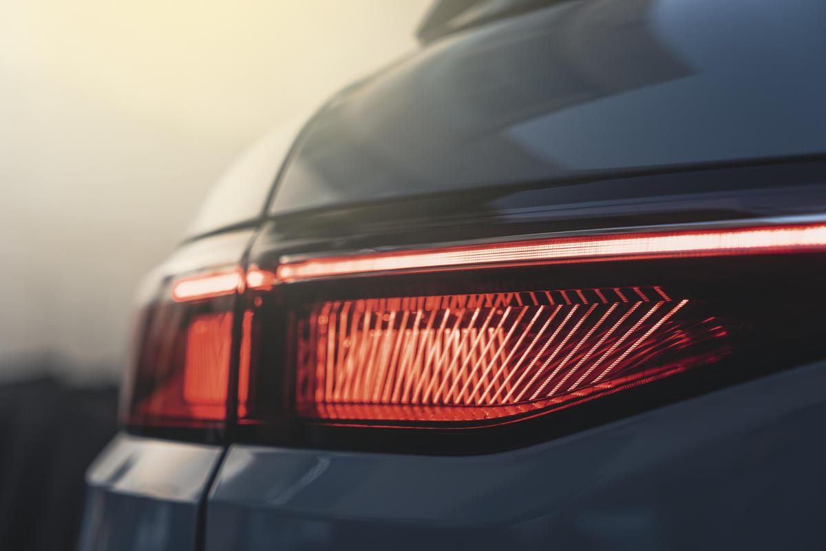 Firma luminosa Renault Megane E-tech micro-led